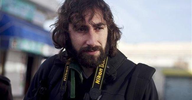 Spanish photographer calls parents from Libya jail