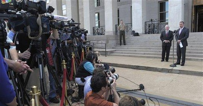 Gates hints at bombing risk to Gadhafi