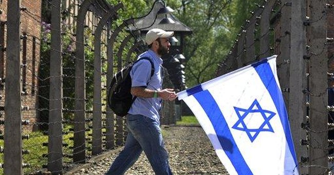 Jews march to Auschwitz to honor Holocaust victims