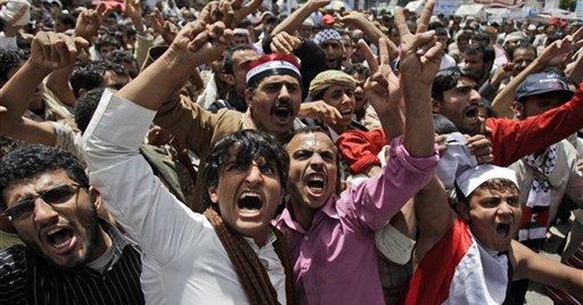 Activist: Police fire at Yemeni protest, 1 killed