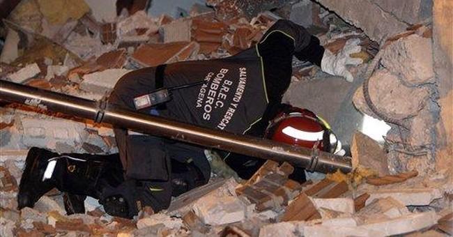 Spaniards fearing aftershocks flee quake city