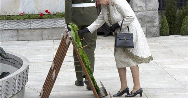 British queen makes historic peace trip to Ireland