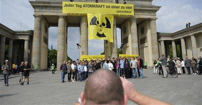 Activists climb atop Brandenburg Gate