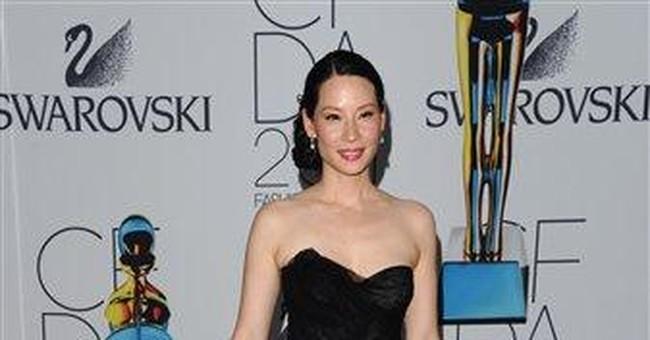 Gaga gives heartfelt thanks at fashion award event