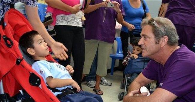 Mel Gibson visits kids at Guatemala hospital