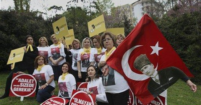Turkey: families lobby for alleged coup plotters