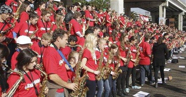More than 900 saxophonists in Australia set record