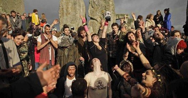 New Agers, neo-pagans at Stonehenge for solstice