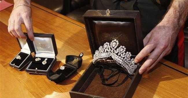 Spain recovers jewels stolen in elaborate scam