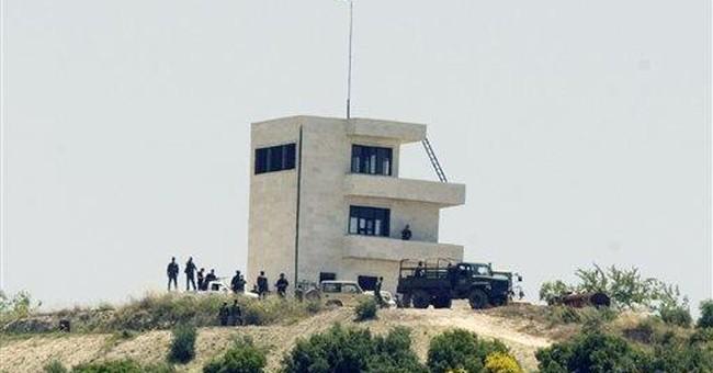 Syrian troops push to Turkey border, villagers run