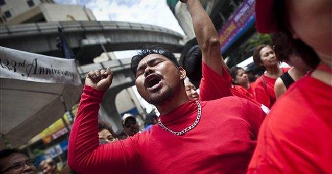 Thai PM rallies crowds at sensitive protest site