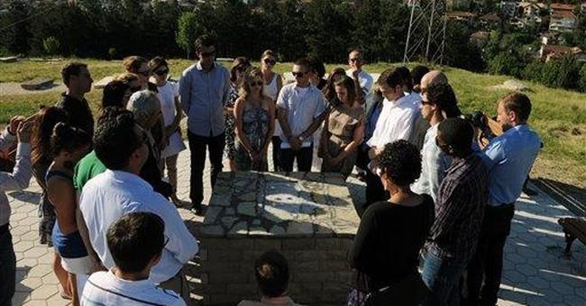 US students help restore Kosovo's Jewish cemetery