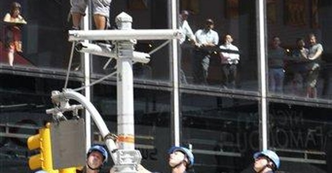 Rapper atop pole stops traffic in Times Square