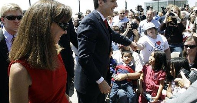 Romney watches for Iowa path as campaigns heat up