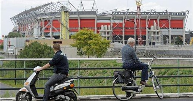 1 dead, 13 injured in Dutch stadium roof collapse