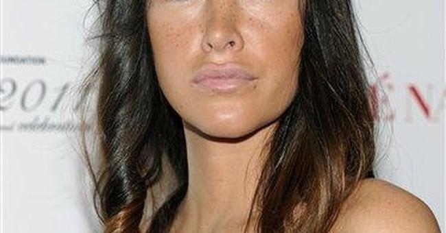 Actress's planned plea in NYC bar scrap postponed