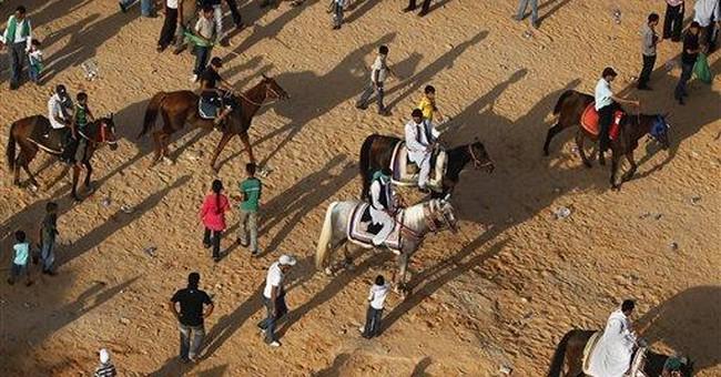 Gadhafi calls tribes to take back rebel mountains