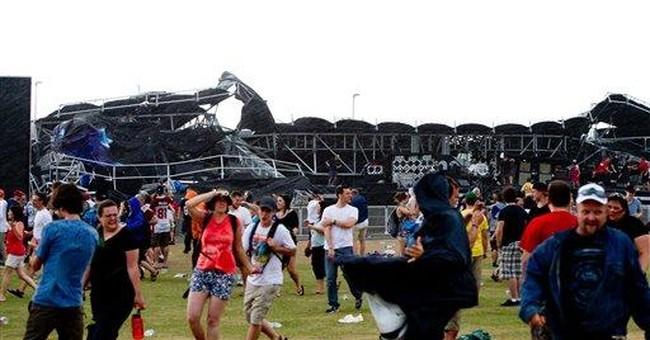Stage falls at Ottawa Bluesfest; 3 injured