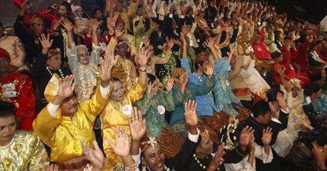 Thousands join Indonesian mass wedding reception