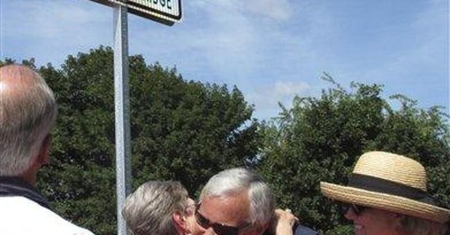 Bridge honors Mass., RI couple killed on 9/11