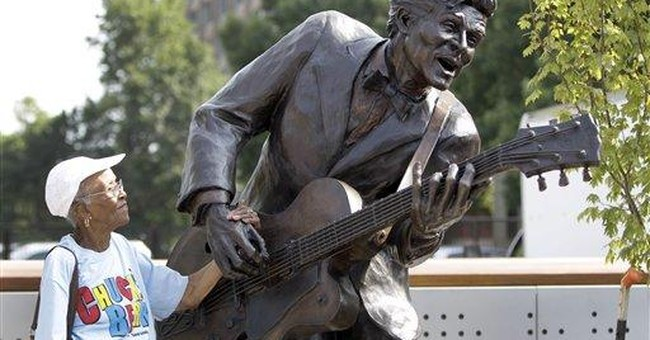 Statue honors music legend Chuck Berry