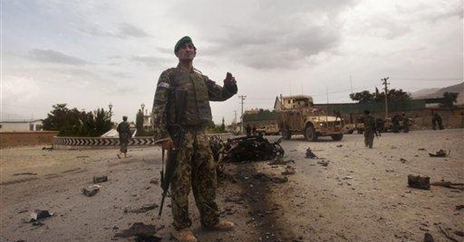 Fighting in east Afghanistan kills police officer