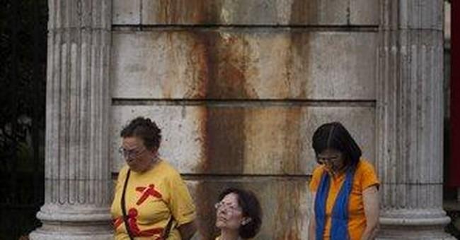 Pope arrives in Spain in time of economic turmoil