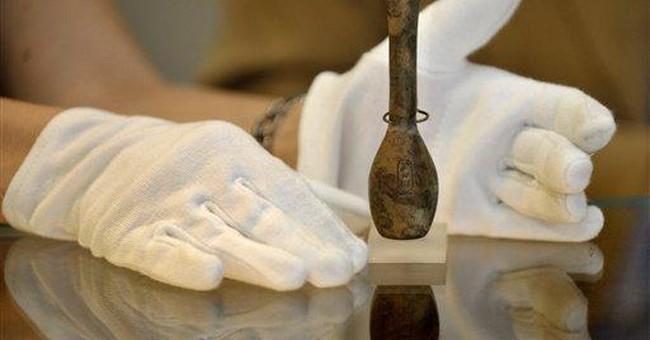 Experts: Toxic substance in Hatshepsut flask