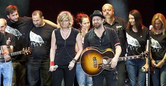 Sugarland tour resumes in NM after stage tragedy