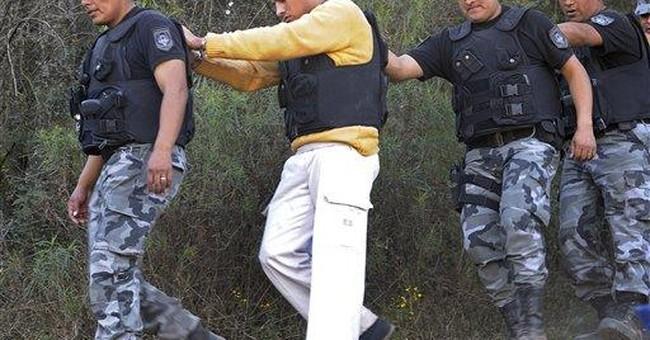 Argentine investigators stage tourist slay scene