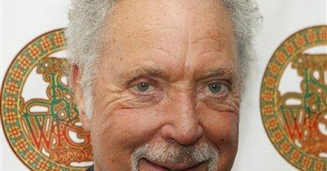 Tom Jones cancels concert, cites 'dehydration'