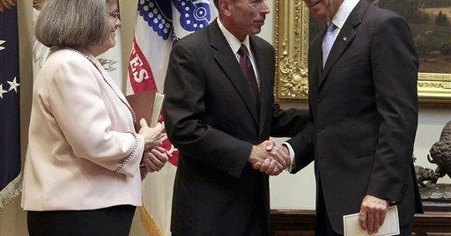 At CIA, Petraeus takes up top spy post