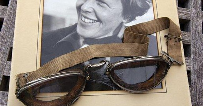 Gallery to auction Amelia Earhart goggles, photos