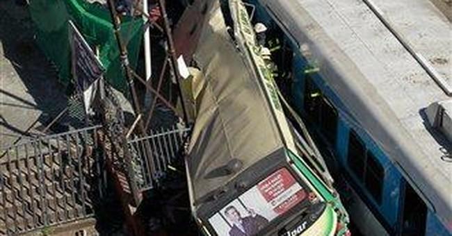 Bus-train crash kills 11, injures 212 in Argentina