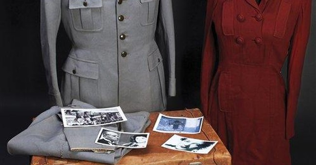 For auction: Il Duce's last suitcase of clothes