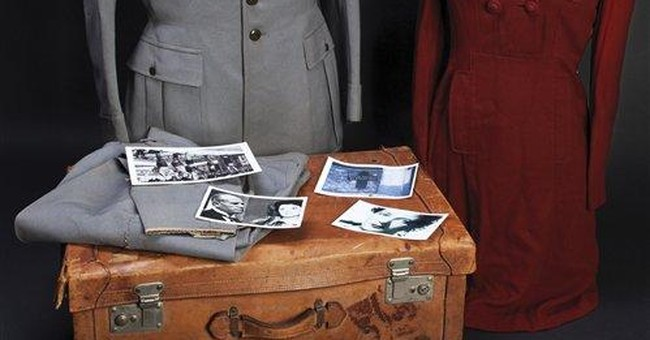 For auction: Il Duce's last suitcase of clothes