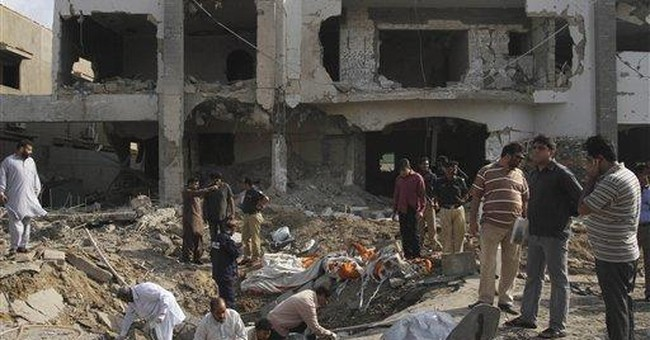 Bomber targets senior Pakistani policeman; 8 dead