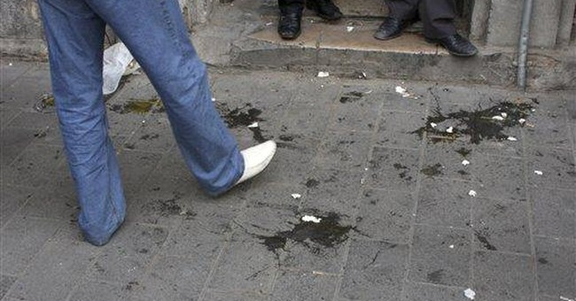 Syrian regime supporters pelt US envoy with eggs