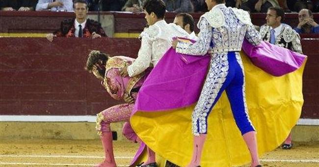 Spain: bullfighter survives terrifying face goring