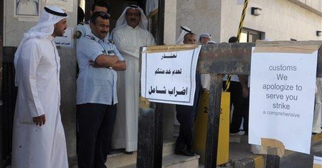 Kuwait warns strikers, says oil shipping normal
