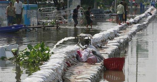 Thai floods: Roads turn to rivers in hard-hit city