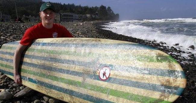 Surfer tells of standing on shark off Ore. coast