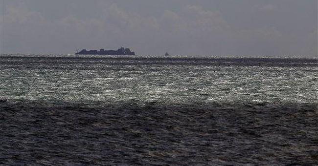 Stricken New Zealand ship may break apart or sink
