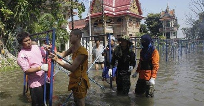 Thai PM admits government overwhelmed by floods