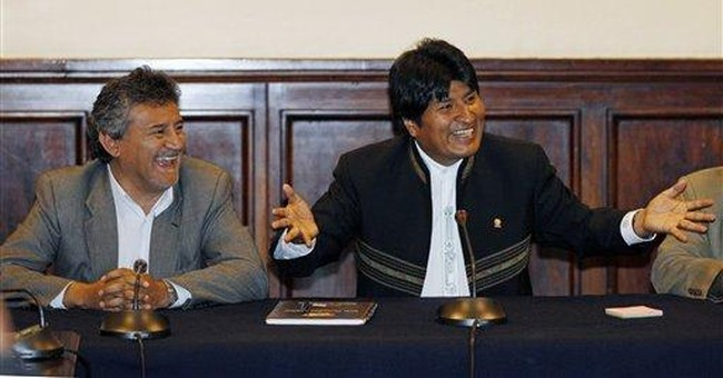 Bolivian Indian protesters set up camp at palace
