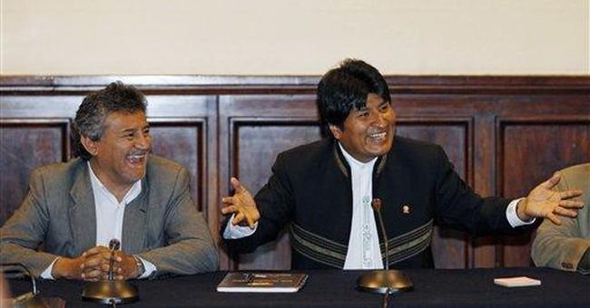 Bolivian Indian protesters set up camp at palace