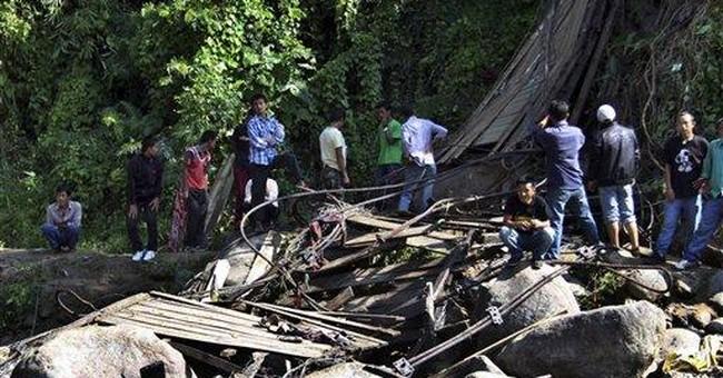 30 feared dead when bridge falls into Indian river