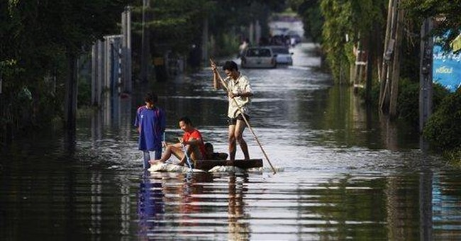 Flood-plagued Thai PM cancels trip to summit in US