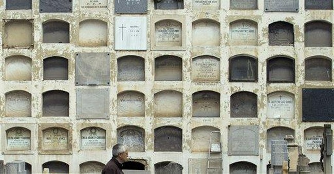 Spanish cemetery warns of evictions for nonpayment