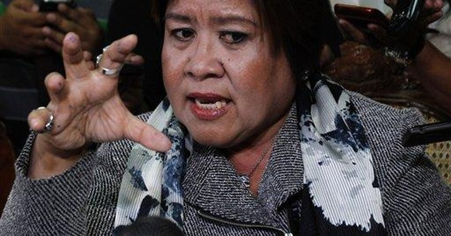 Philippines offers to fly in docs to check Arroyo